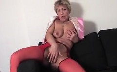 mature pussy fingering and squirting