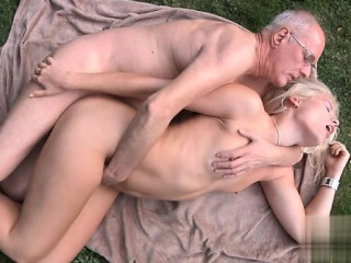 porno-video-staruhi-orgazm