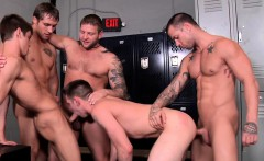 Twink doublepenetrated hard by muscled hunks