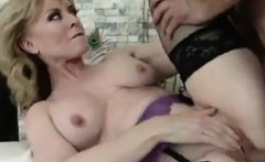 Guy fucks her well aged pussy