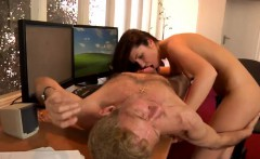 old and young girl porno movie tube anna has a cleaning job