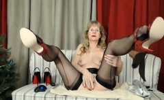Mommy ball drainer Brandi with long sexy legs