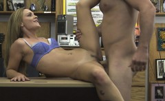 Sexy babe got some money for fucking her pussy