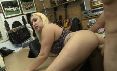 Bubble butt blondie amateur babe gets banged by pawn guy