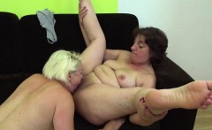 Mature lesbians scissoring and eating pussy