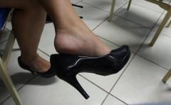 Honest tatoo legs high heel shoes shoeplay hanging in unive