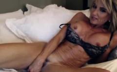 Stunning Dirty Talking Milf On Webcam Anal