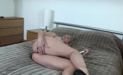 Cheating uk mature lady sonia flashes her enormous puppies