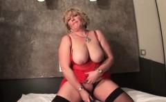 Chesty mature dildo fucking her fat snatch