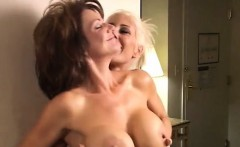 Big Boobs Bobby in action-duel of the busty in Catfight