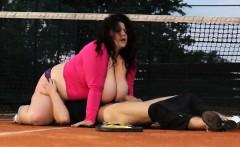 BBW sits on suckers face on the tenniscourt
