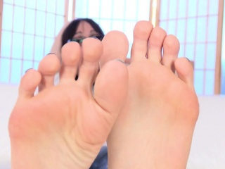 Pedicured spex tranny flexing her toes