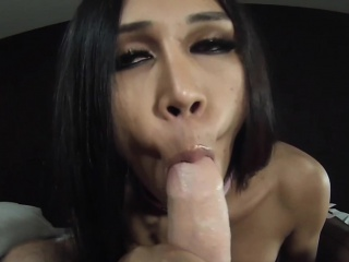 Ladyboy Linzy Sucking Dick
