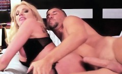 Curvy Chick Briana Banks Gets Her Pussy Wrecked