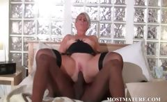 Mature bitch loves black dick in her cunt