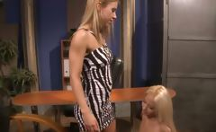 Lezdom queening her lesbian subject during session