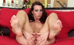 Frisky czech chick gapes her soft cunt to the special