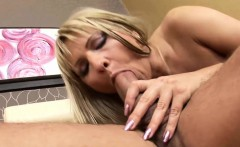 Lusty mature slut enjoys anal banging