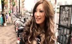 Mesmerizing Japanese girl has a vibrator delivering intense