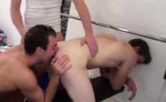 Muscle amateur threesome with cumshot