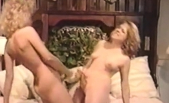 Lesbian amateur pussylicking and fingering