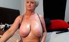 hot mature woman has juicy titties and shows em