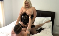 Mature brit Lacey Starr gets pussy licked