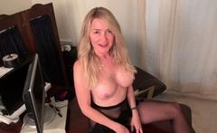 USA milf Lauren dildo fucks her mature pussy