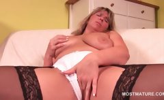 Blonde sexy mature working her cunt with a vibrator